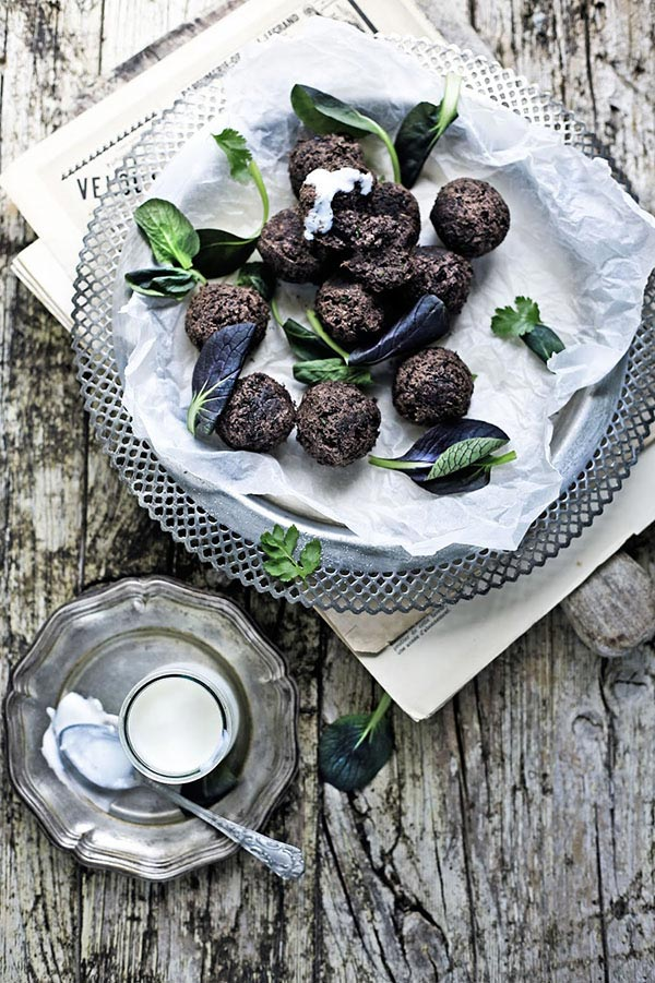 black-bean-falafel-pratos-e-travessas