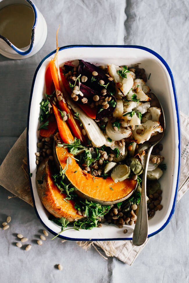 Roasted veggies with spicy Dijon dressing and lentils, for a nourishing dinner #vegan #pumpkin #thanksgiving | TheAwesomeGreen