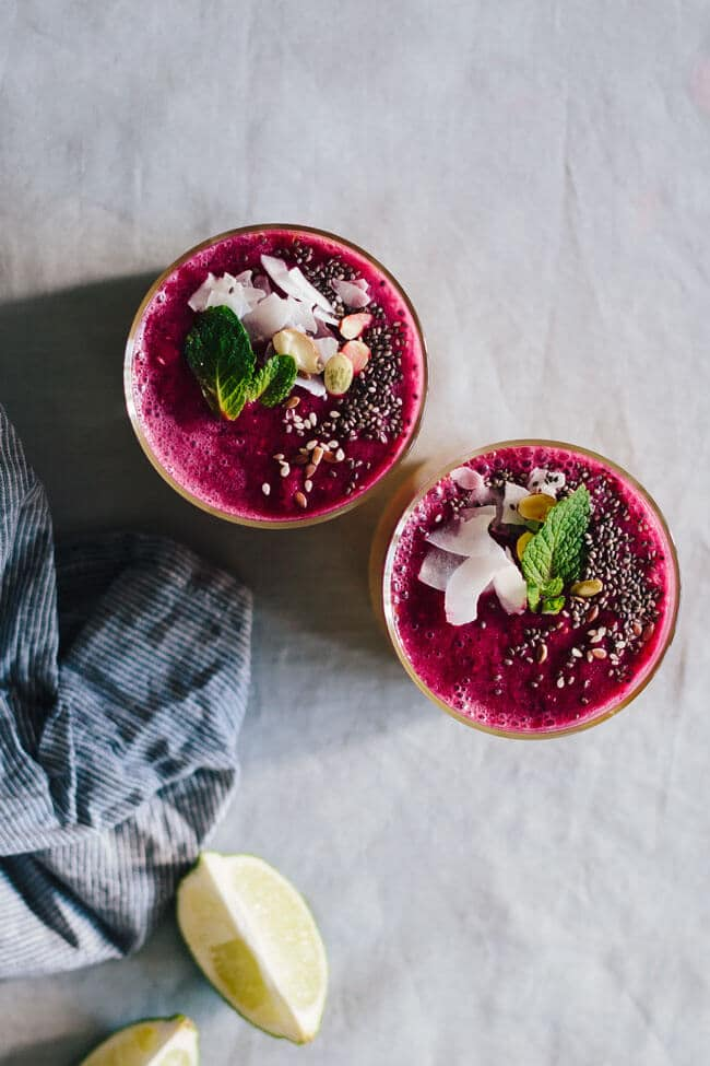 Pink immunity-boosting smoothie with beets, berries and pomegranate #detox | TheAwesomeGreen.com
