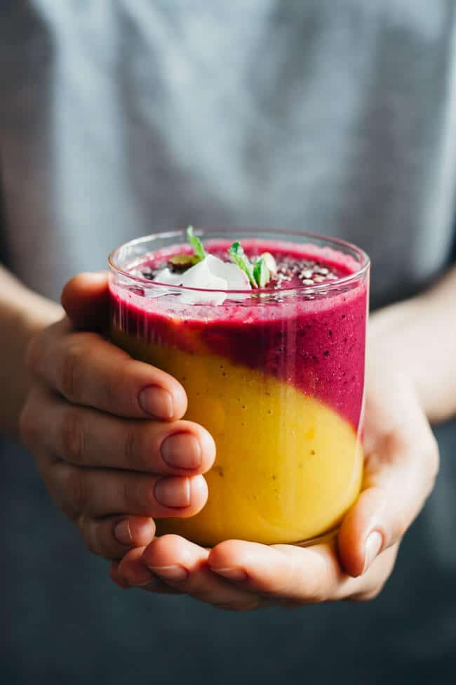 Immunity-Boosting Smoothie - 2 layers of nutritious yum, a perfect blend of mango, persimmon, coconut, beet and berries to support your natural defense against winter flu #raw | TheAwesomeGreen.com