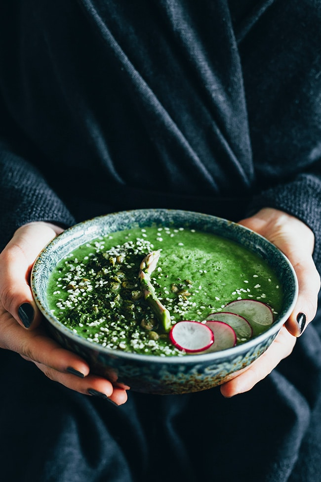 Miso green cream soup with wasabi roasted lentils #vegan #detox #spring | TheAwesomeGreen.com