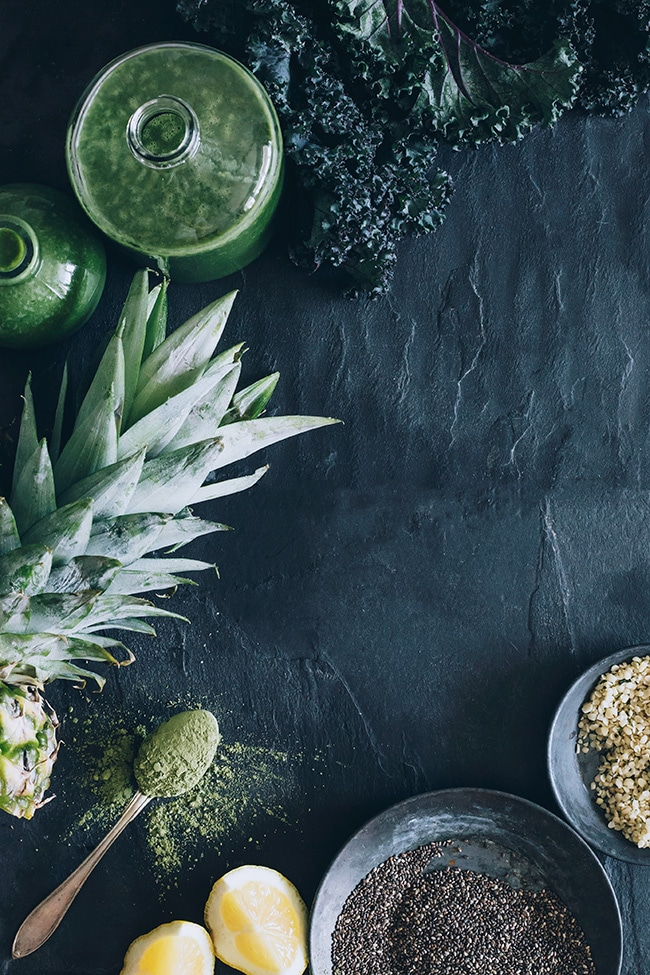 Kale and Pineapple Smoothie Ingredients #raw #skinglowing | TheAwesomeGreen.com