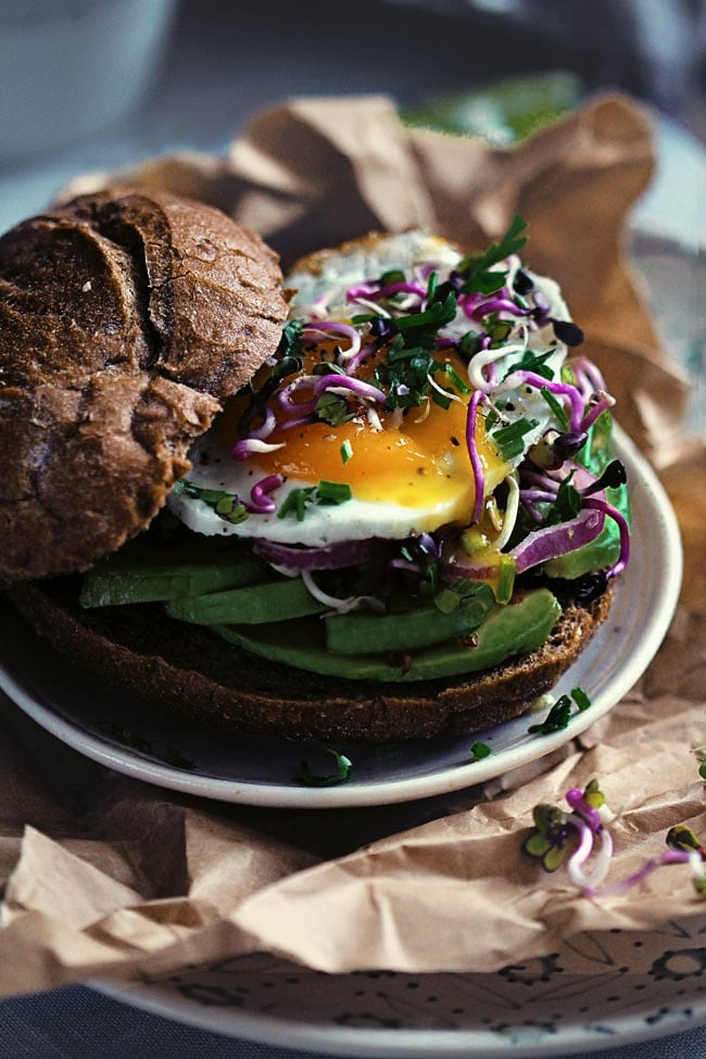 Avocado-Egg-Sandwhich-with-Sprouts