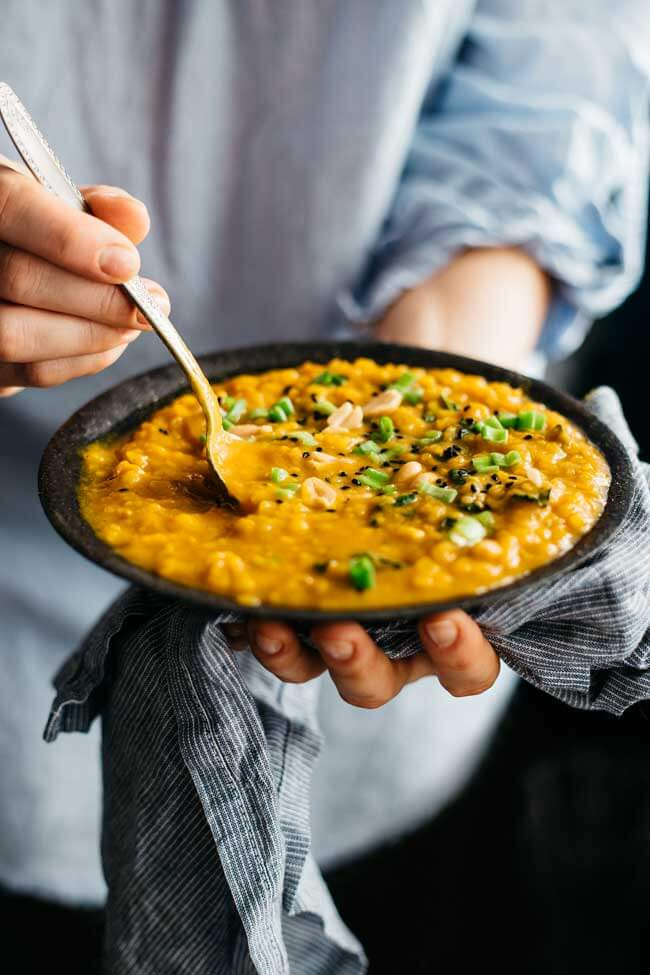 Creamy sweet potato and peanut butter stew with kale #vegan | TheAwesomeGreen.com