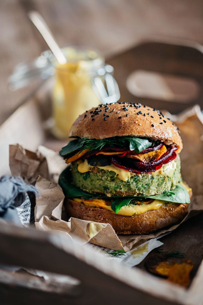 Brilliant Green Vegan Burger, a recipe by Jamie Oliver and Ellie Goulding | TheAwesomeGreen.com