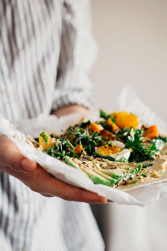 Healthy lunch wrap with sweet potato, greens and avocado #wrap #lunch| TheAwesomeGreen.com