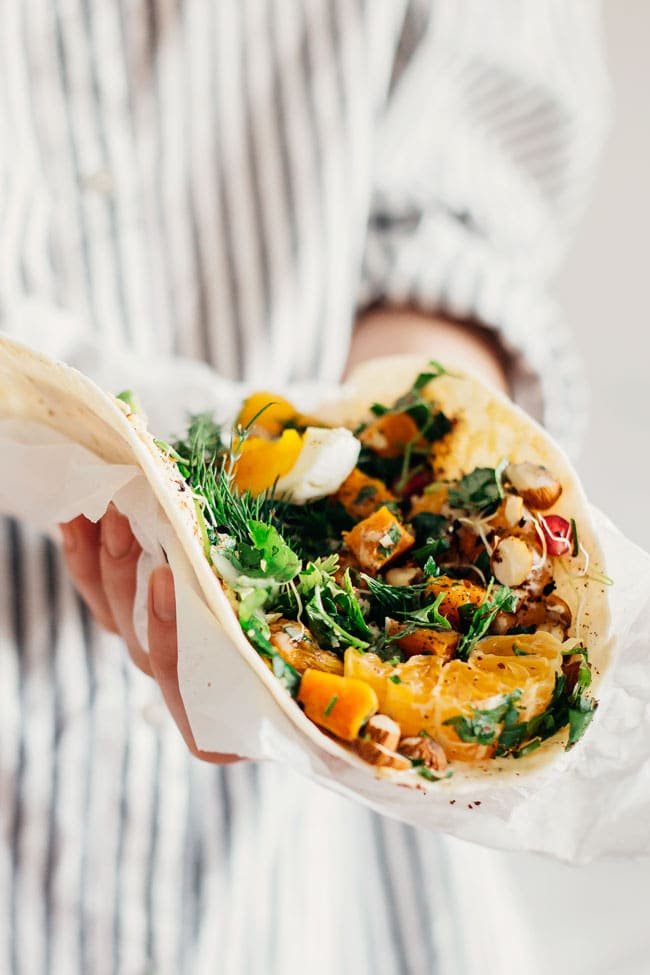 Healthy lunch wrap with roasted sweet potatoes, egg, avocado and tahini sauce #wrap #lunch | TheAwesomeGreen.com