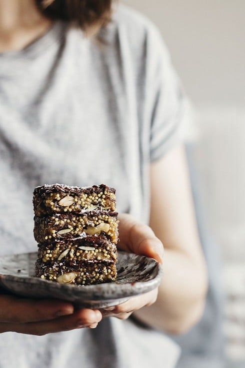 Millet Energy Bars with chocolate, coconut and nuts a perfect pre-workout snack #vegan | TheAwesomeGreen.com