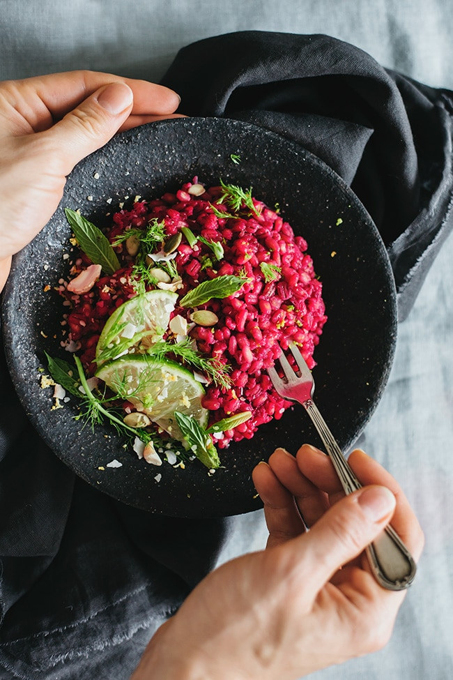 Creamy Barley Risotto, with beet juice and hemp cream, a #vegan alternative to the classic dish | TheAwesomeGreen.com