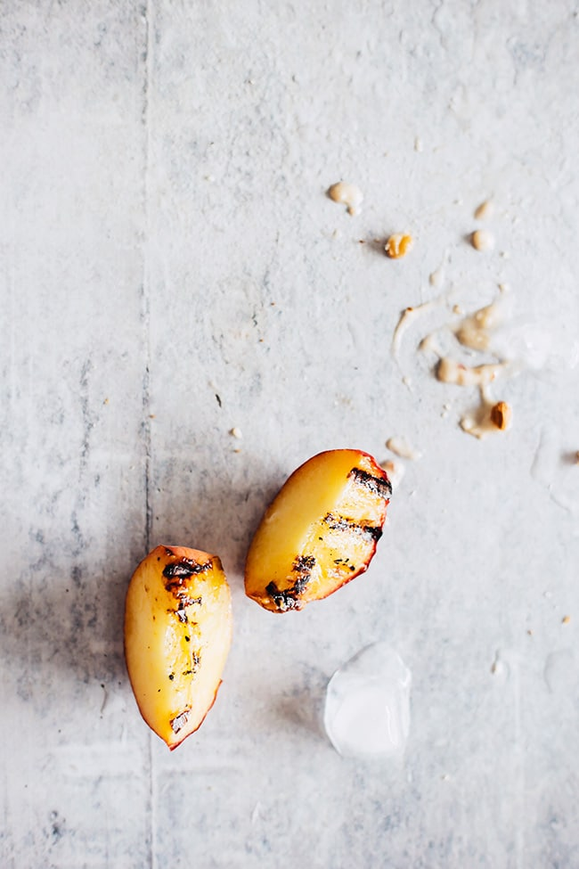 Grilled Peaches Ice Cream #vegan | TheAwesomeGreen.com