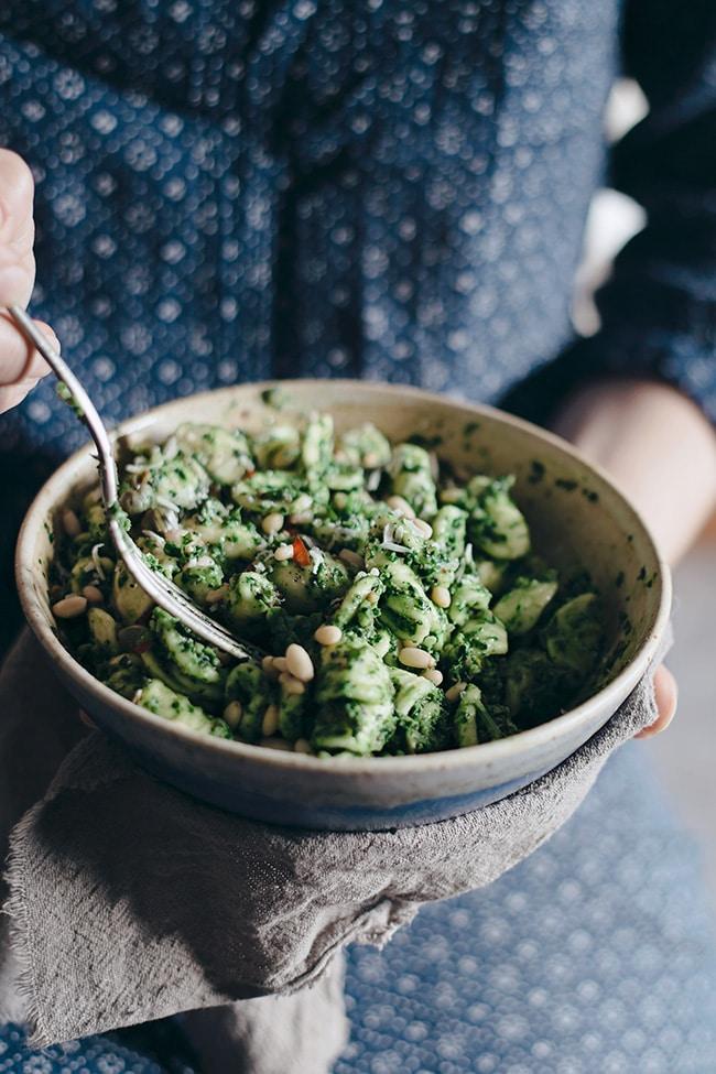 Quick Kale Pesto Orrechiette Pasta #summer #vegan | TheAwesomeGreen.com