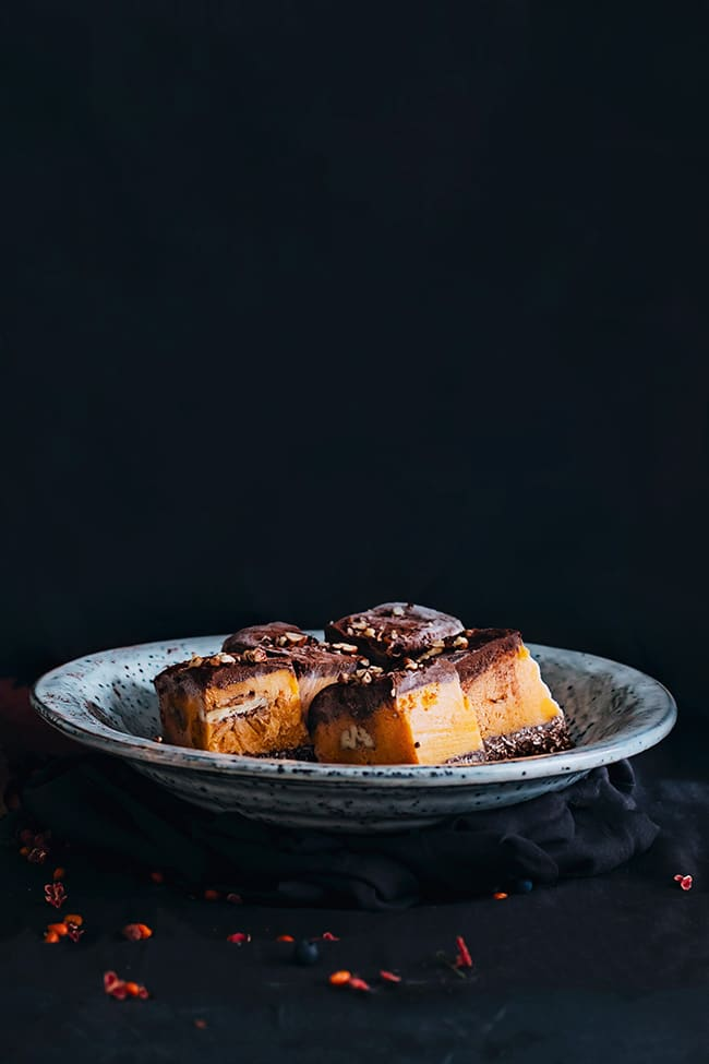 Vegan pumpkin fudge, with layers of pecan nuts and chocolate | TheAwesomeGreen.com