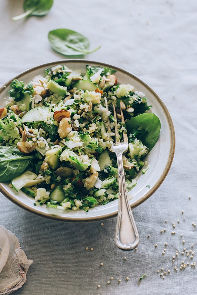 Chlorophyll loaded quinoa salad #vegan #detox #springrecipe | TheAwesomeGreen.com