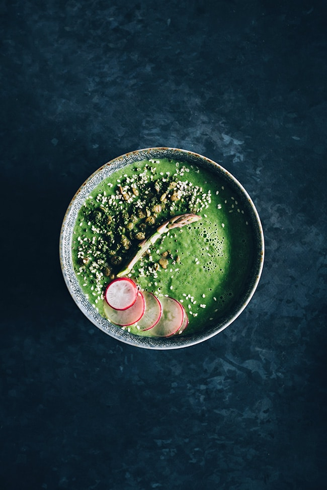 Green miso soup with asaparagus and wasabi roasted lentils #vegan #detox #spring | TheAwesomeGreen.com