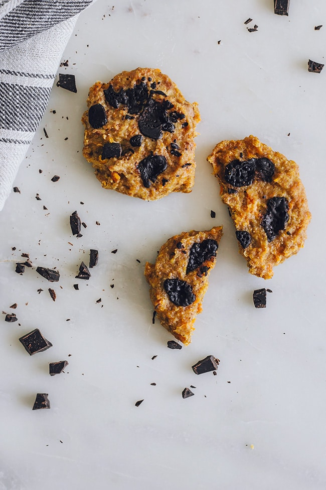 Gluten-Free pumpkin cookies & dark chocolate chips | TheAwesomeGreen.com
