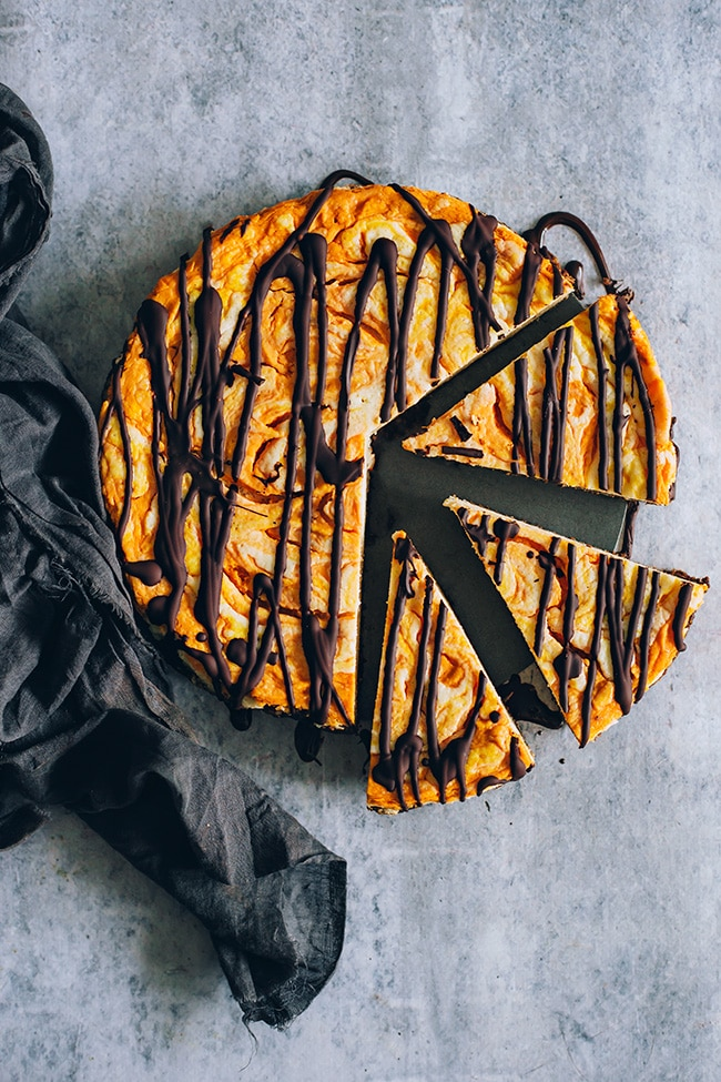 Vegan pumpkin cheesecake #halloween #fall #lowcarb #thanksgiving | TheAwesomeGreen.com