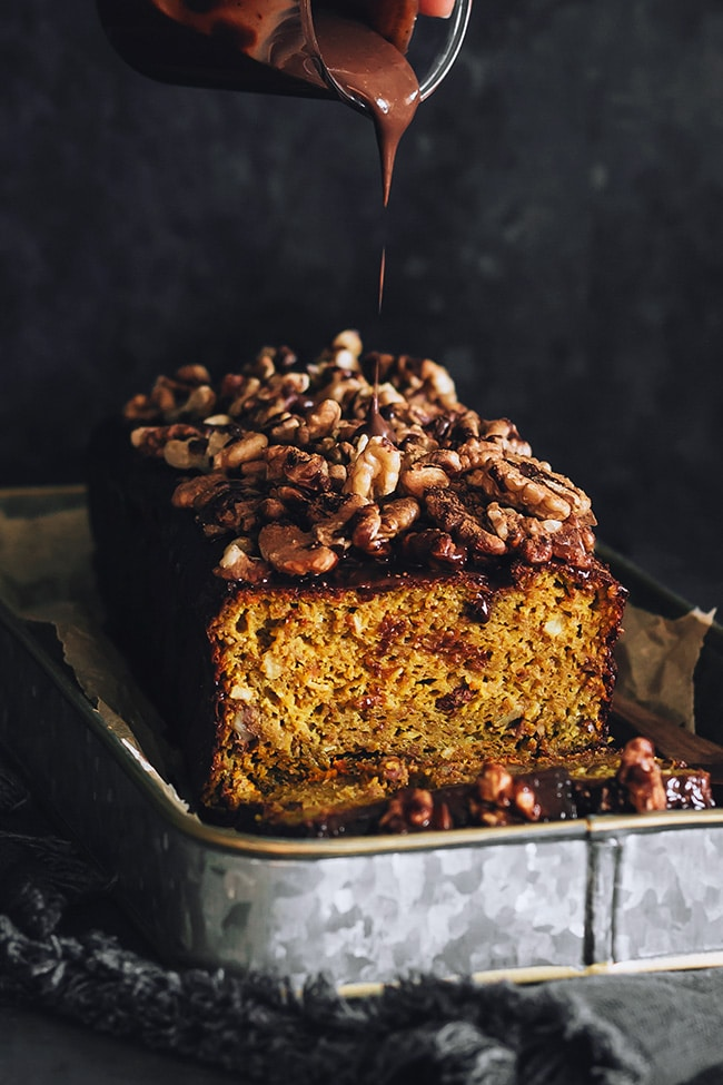 Vegan pumpkin bread with dark chocolate and walnuts #glutenfree #fall #halloween | TheAwesomeGreen.com