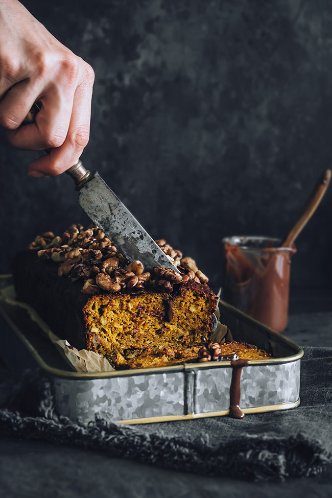Pumpkin bread with chocolate and nuts #vegan #glutenfree | TheAwesomeGreen.com