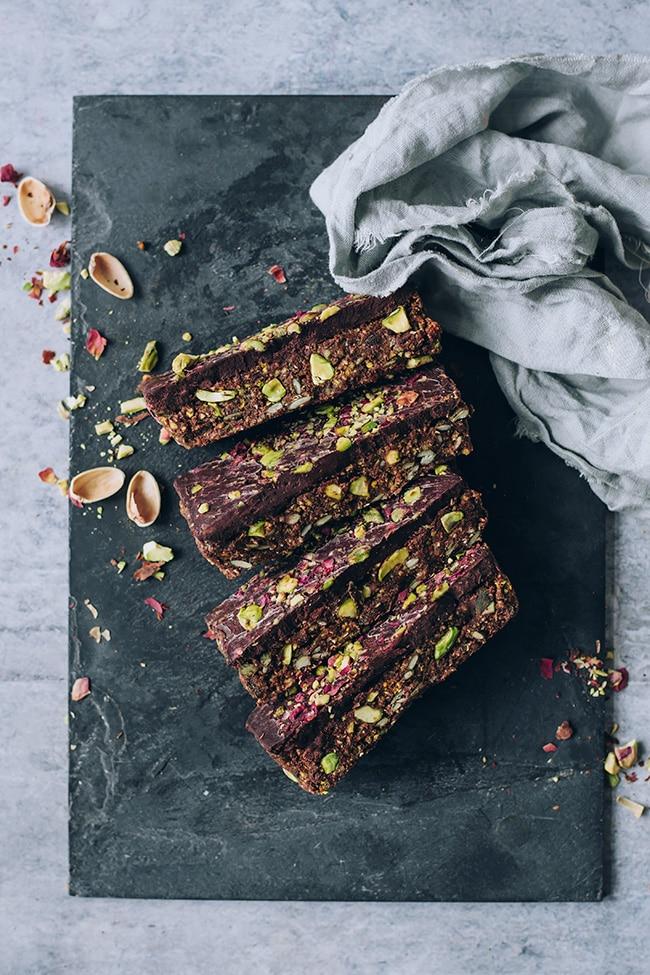 Gluten-free granola bars with pistachio #vegan #glutenfree #gluten-free #breakfast #healthy #foodphotography #foodstyling | TheAwesomeGreen.com