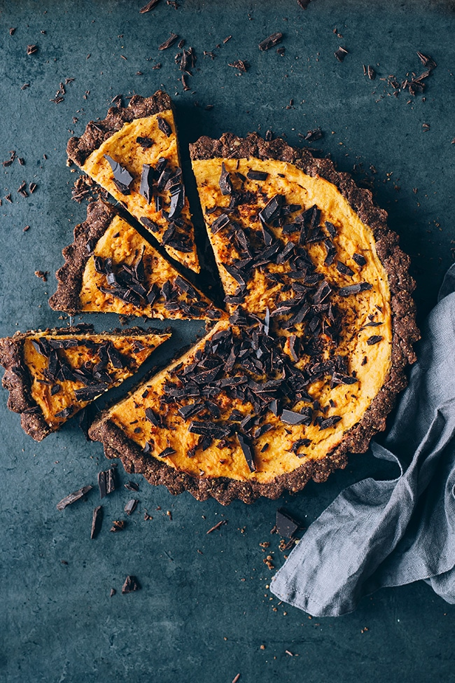 Vegan sweet potato pie, with walnut crust and chocolate chunks #chocolate #thanksgiving #fall #winter #foodstyling #foodphotography | TheAwesomeGreen.com