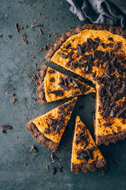 Vegan sweet potato pie with chocolate chunks and walnut crust #dessert #thanksgiving #sweetpotato #foodstyling #foodphotography | TheAwesomeGreen.com