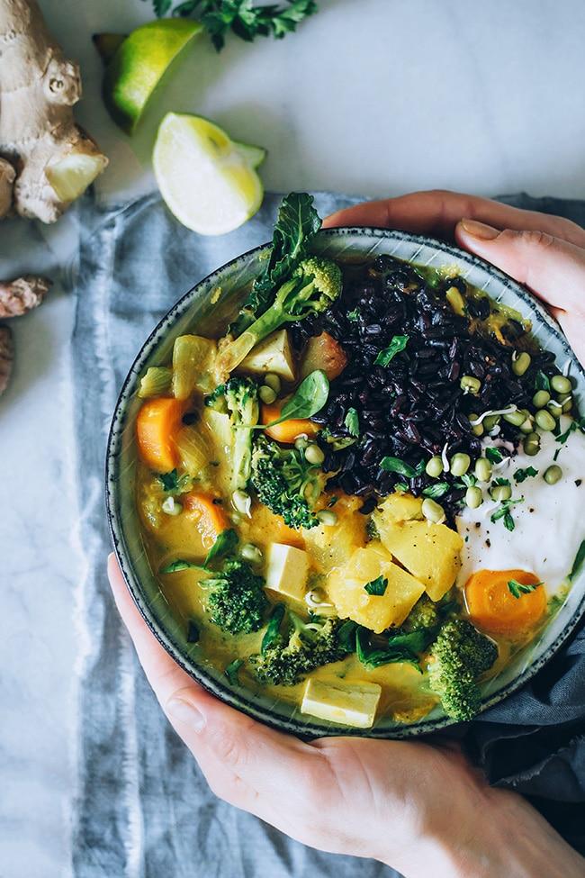 Thai curry, a comforting vegan meal #vegan #detox | TheAwesomeGreen.com