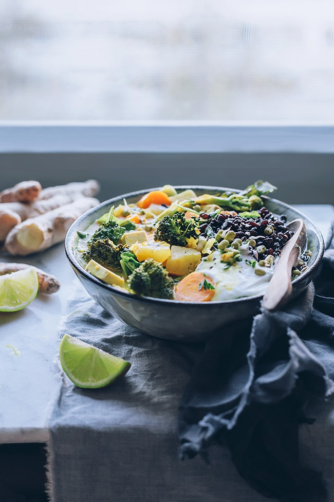 Thai curry loaded with veggies and served with black rice #vegan #thai | TheAwesomeGreen.com