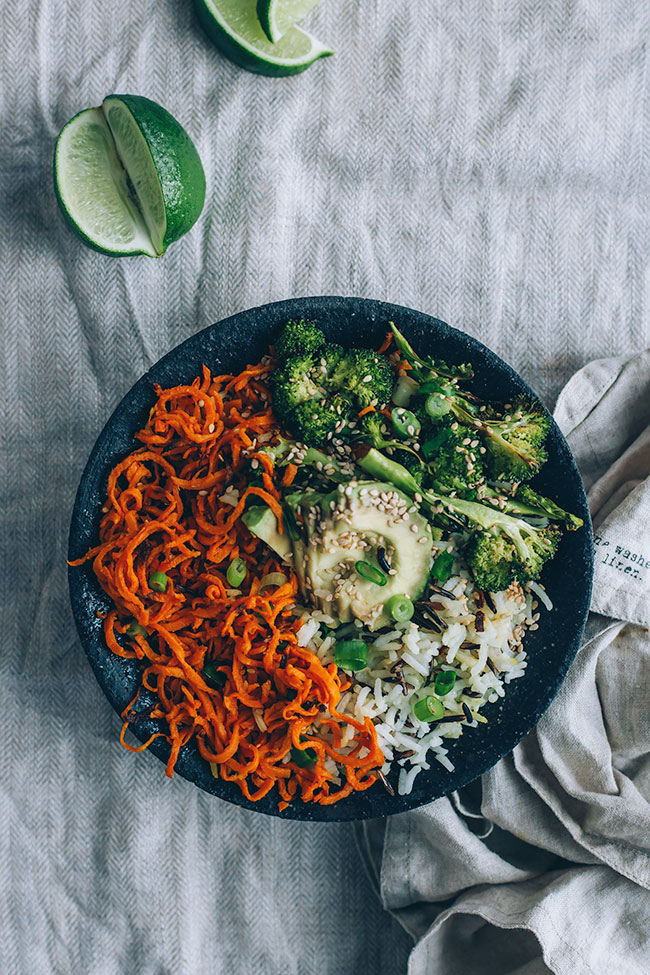 Vegan sweet potato noodles bowl, with avocado, broccoli and rice #vegan #spiralizer #spiralled #broccoli #sweetpotato #healthyrecipe #foodphotography #foodstyling | TheAwesomeGreen.com