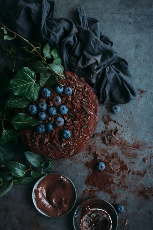 Vegan Chocolate Cake #vegan #chocolate #chocolatecake #dessert #easy #foodstyling #foodphotography #christmas  TheAwesomeGreen.com
