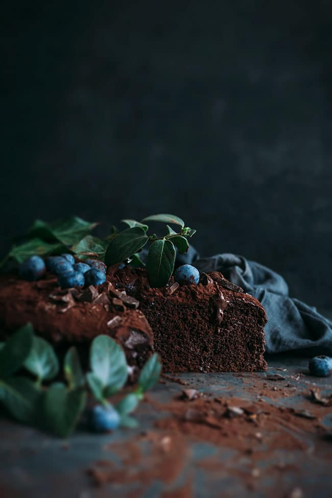 Moist and dense vegan chocolate cake #vegan #chocolate #chocolatecake #dessert #easy #foodstyling #foodphotography #christmas| TheAwesomeGreen.com