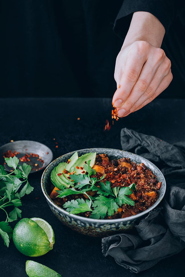 Hearty sweet potato and black bean chili with quinoa and cacao #vegan #chili #comfort #stew #sweetpotato | TheAwesomeGreen.com
