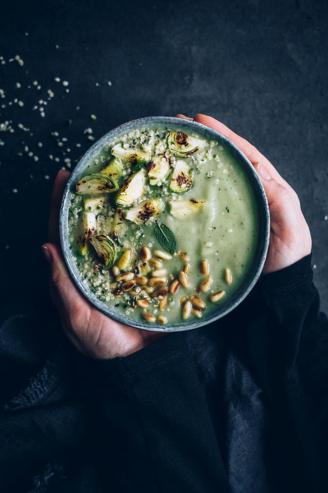 Brussels Spruts Detox Soup #detox #soup #vegan | TheAwesomeGreen.com