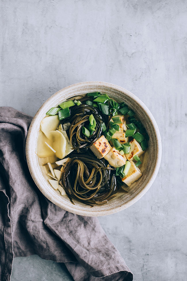 Super easy seaweed soup for thyroid support #vegan #hormonebalance #healthy #detox #seaweed | TheAwesomeGreen.com