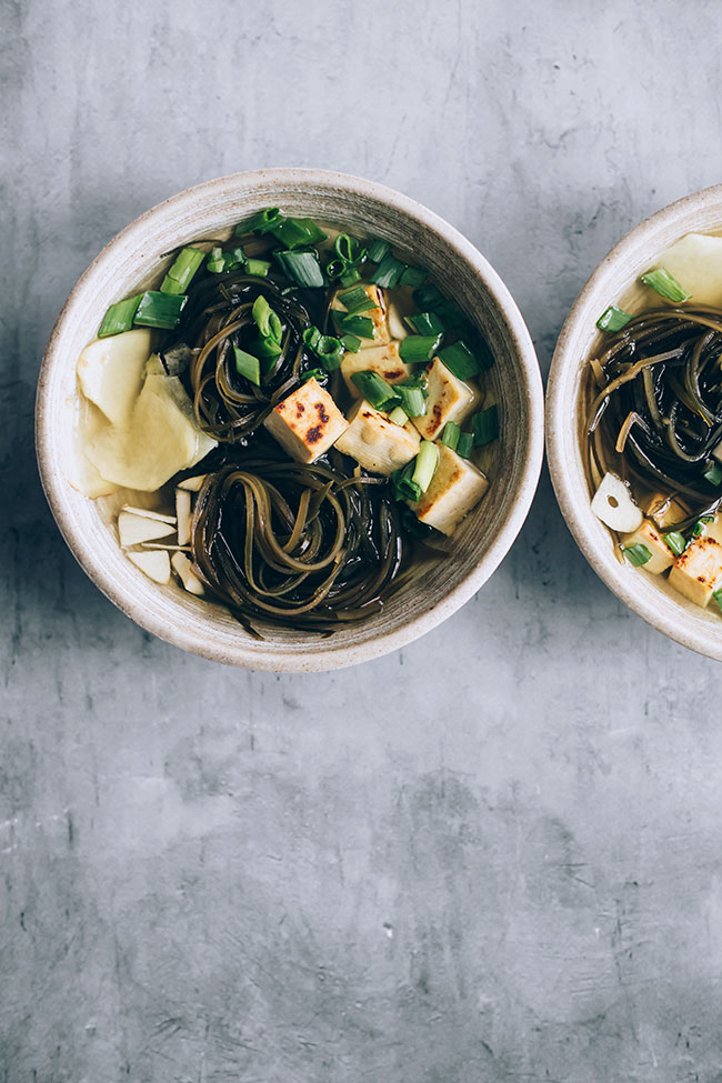 Seaweed soup with ginger and tofu #vegan #hormonebalance #healthy #detox #seaweed | TheAwesomeGreen.com
