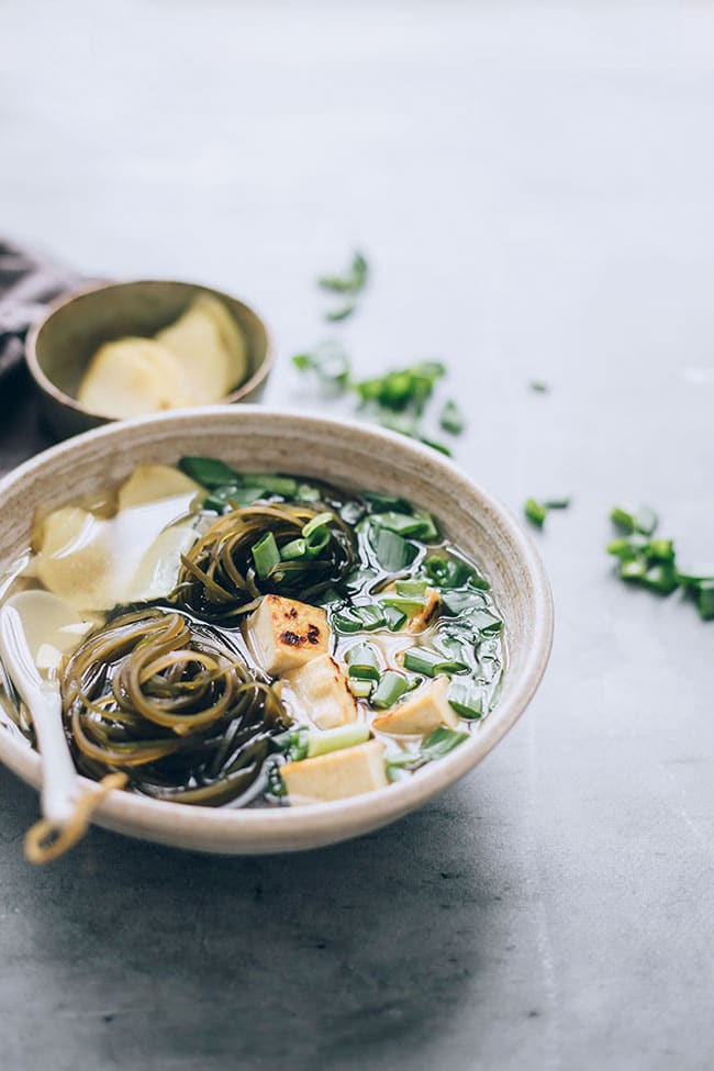 Seaweed soup withtofu for a happy thyroid #vegan #hormonebalance #healthy #detox #seaweed | TheAwesomeGreen.com