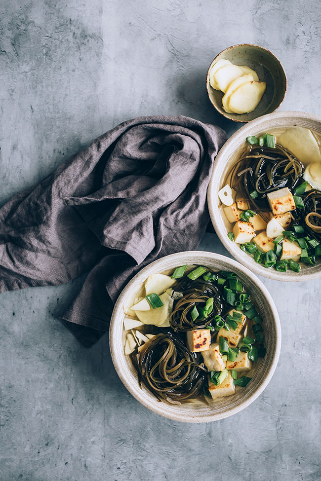 Seaweed soup with tofu and ginger for thyroid support #vegan #hormonebalance #healthy #detox #seaweed | TheAwesomeGreen.com