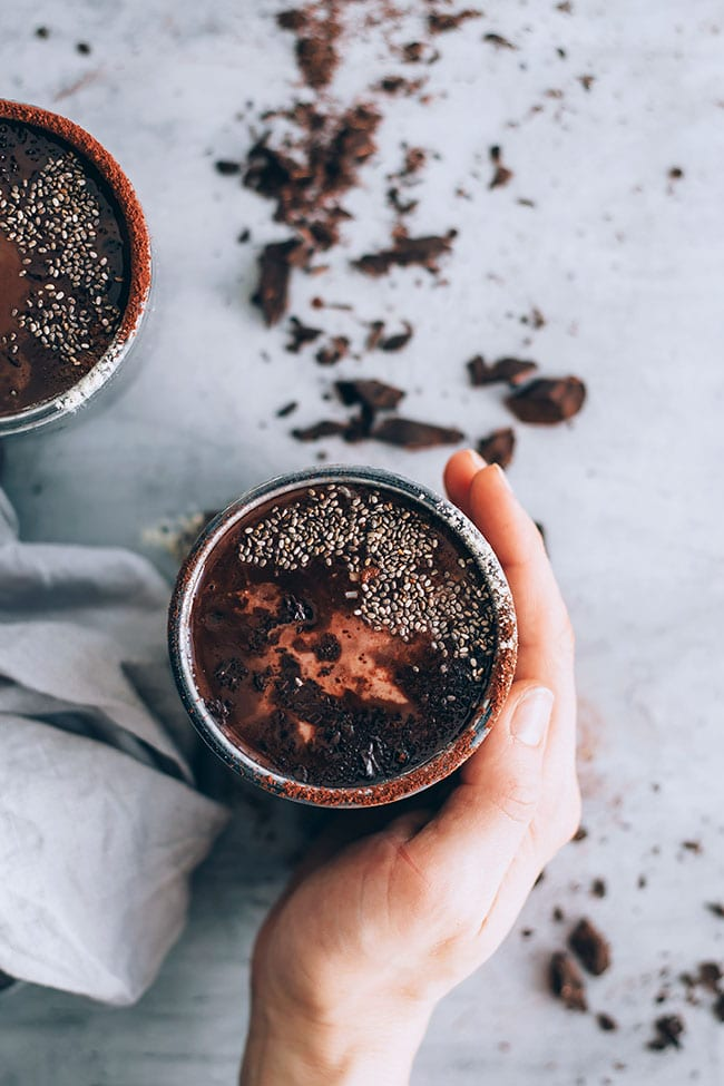 Delicious and #vegan hot chocolate with maca powder #energydrink #hormonebalance #vegan #hotchocolate | TheAwesomeGreen.com