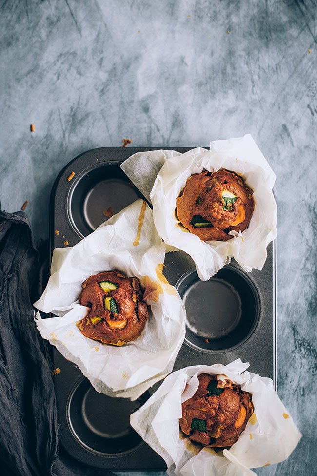 Roasted zucchini carrot muffins with turmeric and Greek yogurt #snack #healthy #vegetarian #muffins | TheAwesomeGreen.com
