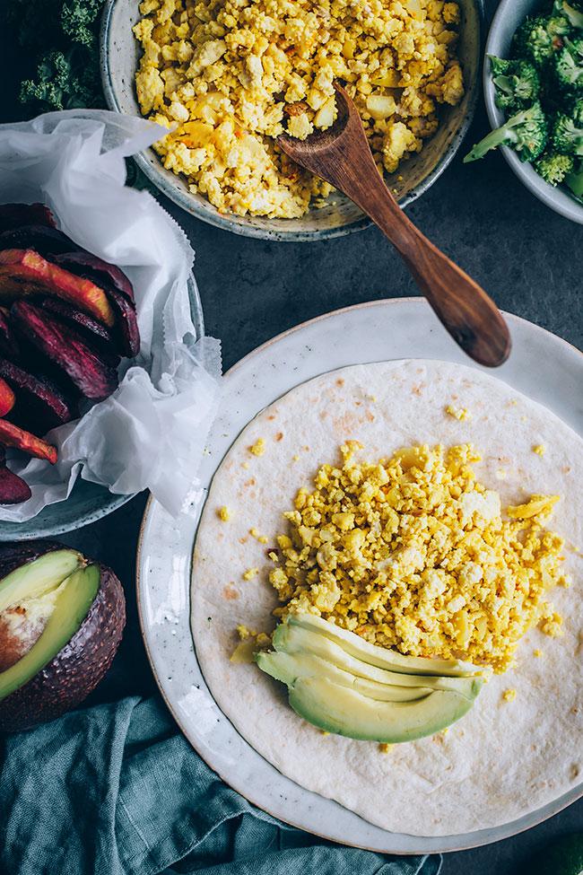Vegan breakfast burrito with tofu and roasted veggies #vegan #burrito #vegetarian #breakfast | TheAwesomeGreen.com