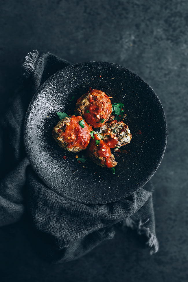 Easy vegetarian meatballs in tomato sauce #meatballs #vegetarian #healthy #foodstyling #foodphotography | TheAwesomeGreen.com
