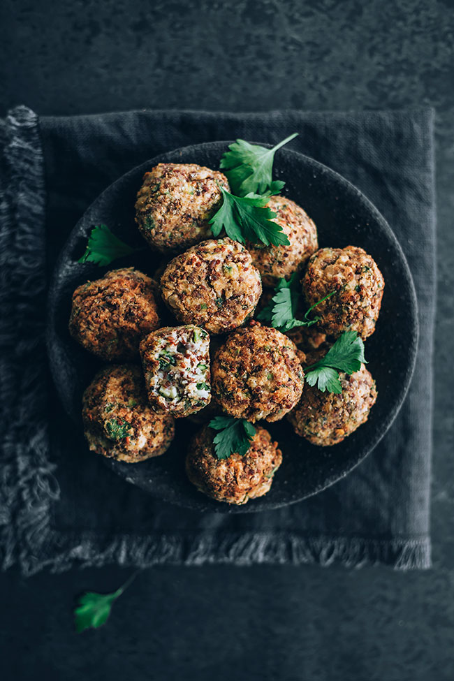 Vegetarian meatballs, the easy way #meatballs #vegetarian #healthy #foodstyling #foodphotography | TheAwesomeGreen.com