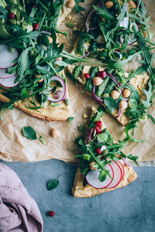Healthy pizza with chickpea crust #glutenfree #pizza #asparagus #spring #vegan | TheAwesomeGreen.com