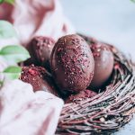 2 Ingredient chocolate Easter eggs #vegan #Easter #chocolate #dessert #hibiscus | TheAwesomeGreen.com