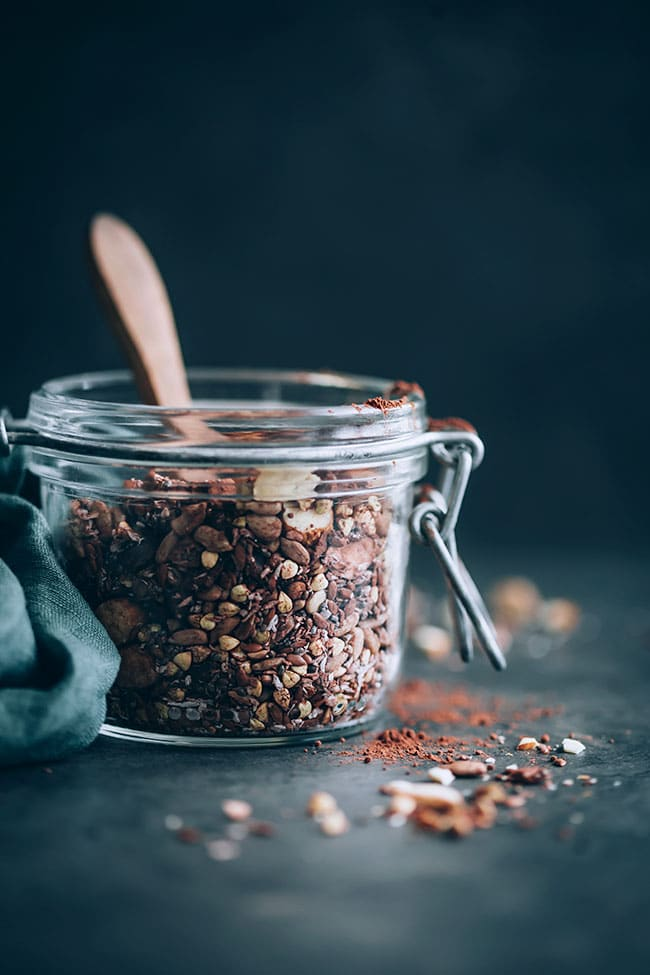 Gluten-free granola with seeds, nuts and buckwheat #glutenfree #breakfast #detox #hormonebalance | TheAwesomeGreen.com