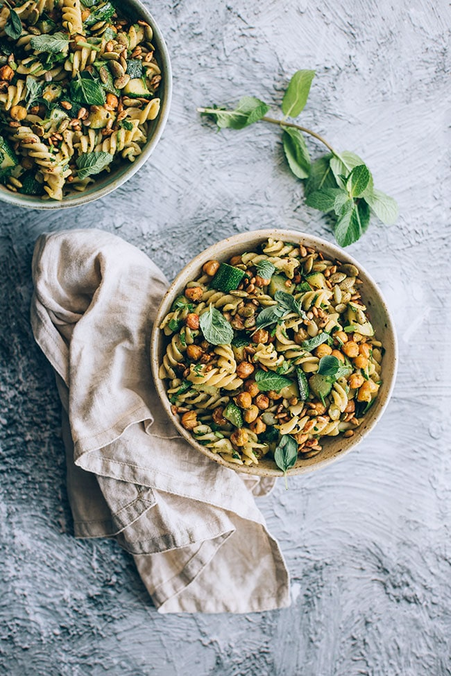 Loaded pasta salad with roasted chickpeas and pesto #vegan #salad #pasta #chickpeas | TheAwesomeGreen.com