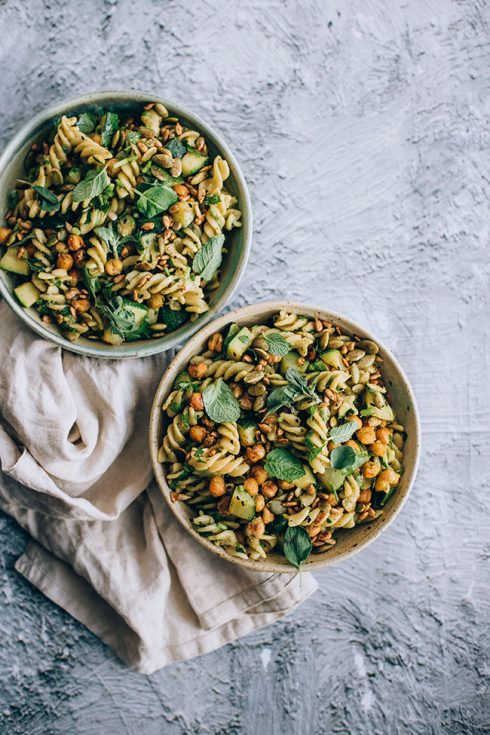 Very green vegan pasta salad with pesto, roasted chickpeas and aromatic herbs #vegan #salad #pasta #chickpeas | TheAwesomeGreen.com