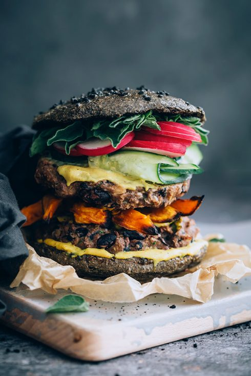 Black bean quinoa burger with activated charcoal black bun #charcoalbun #burgerbun #veggieburger #vegetarian | TheAwesomeGreen.com