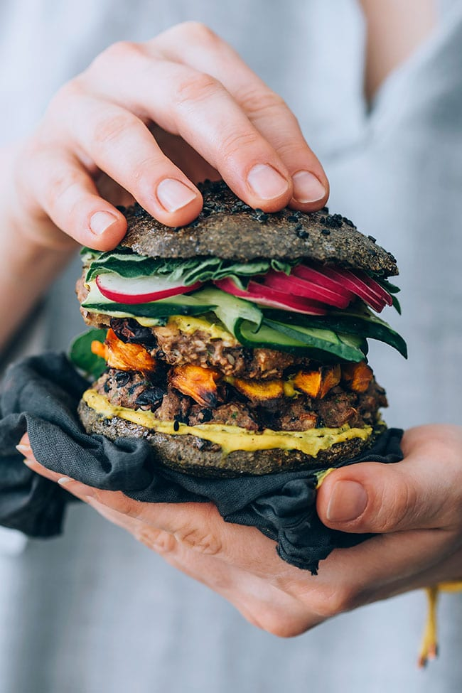 Black bean quinoa burger with sweet potato and activated charcoal bun #veggieburger #vegetarian #blackbeans | TheAwesomeGreen.com
