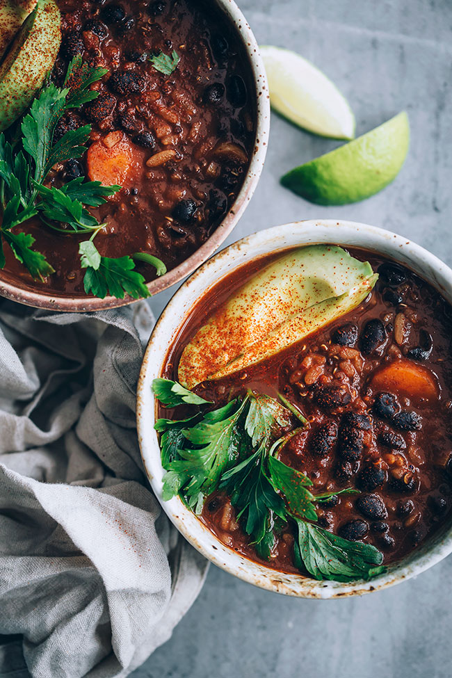 Very easy vegan black bean soup #vegan #soup | TheAwesomeGreen.com