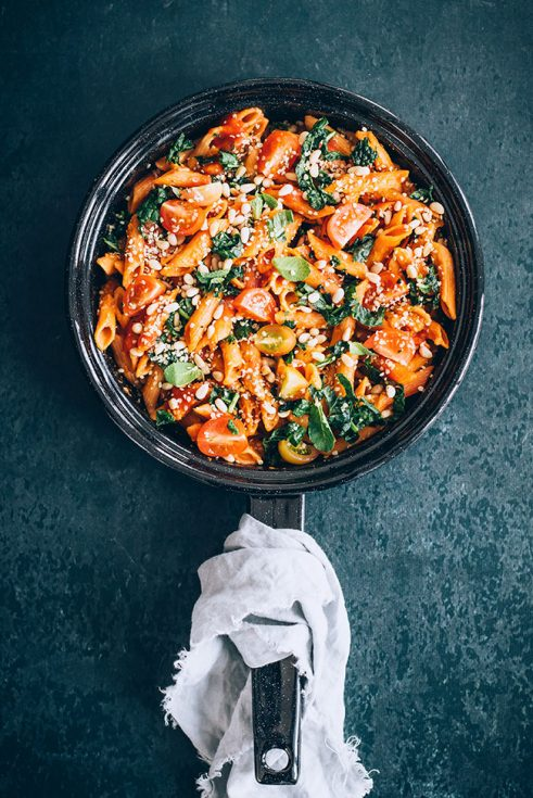 Gluten-free lentil pasta with kale, nuts and marinara sauce #healthy #pasta #glutenfree #vegan #kale #meatlessmonday | TheAwesomeGreen.com